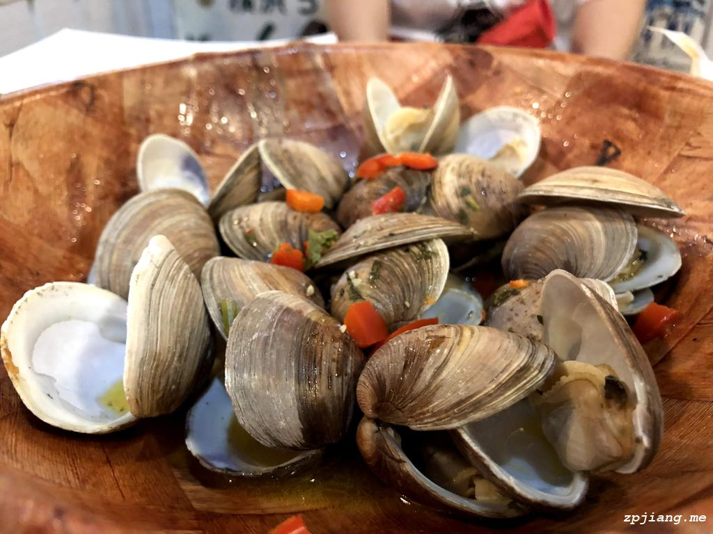 The steamed clam in Half Shell Raw Bar.