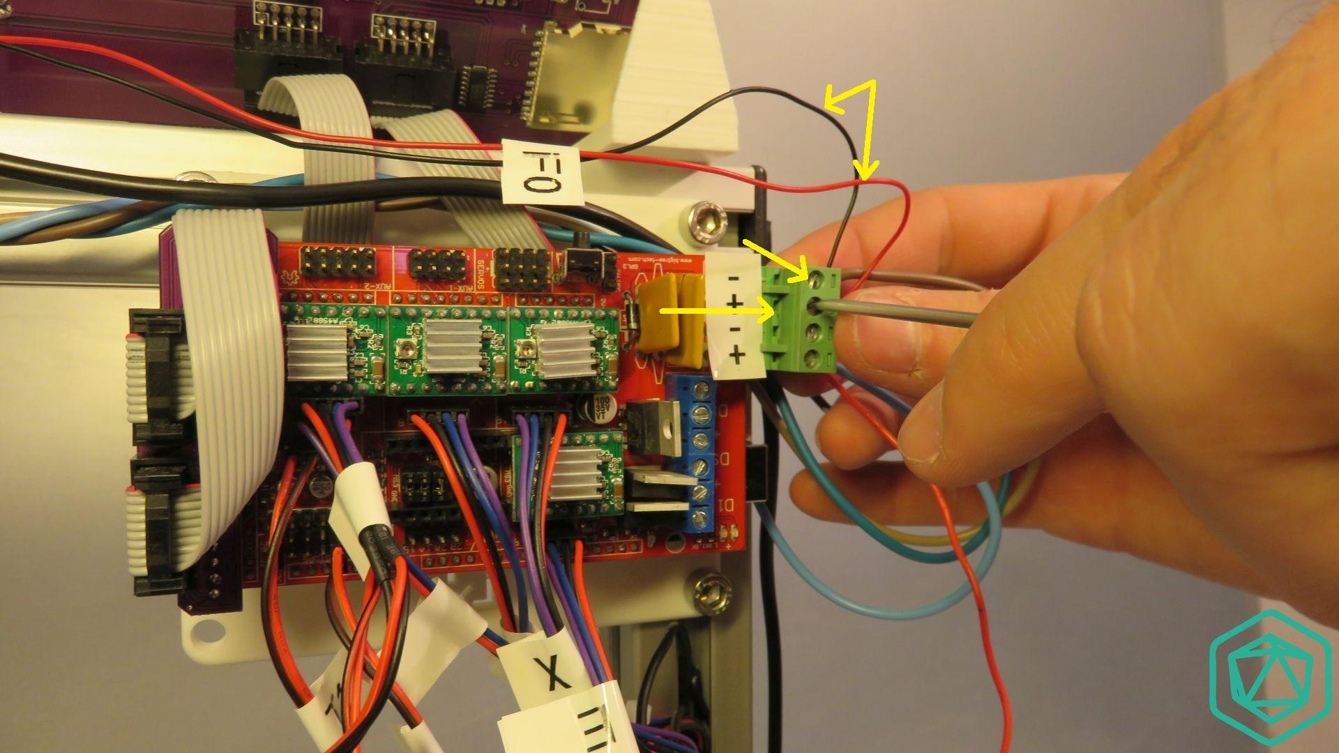 Raccordement du câble d'alimentation du ventilateur de tête chauffante
