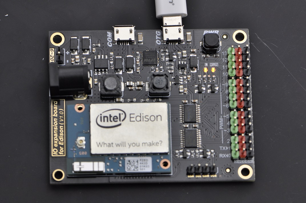 DFR0338_IO_expansion_shield_For_Edison_Quicktest_Board_Blink.jpg
