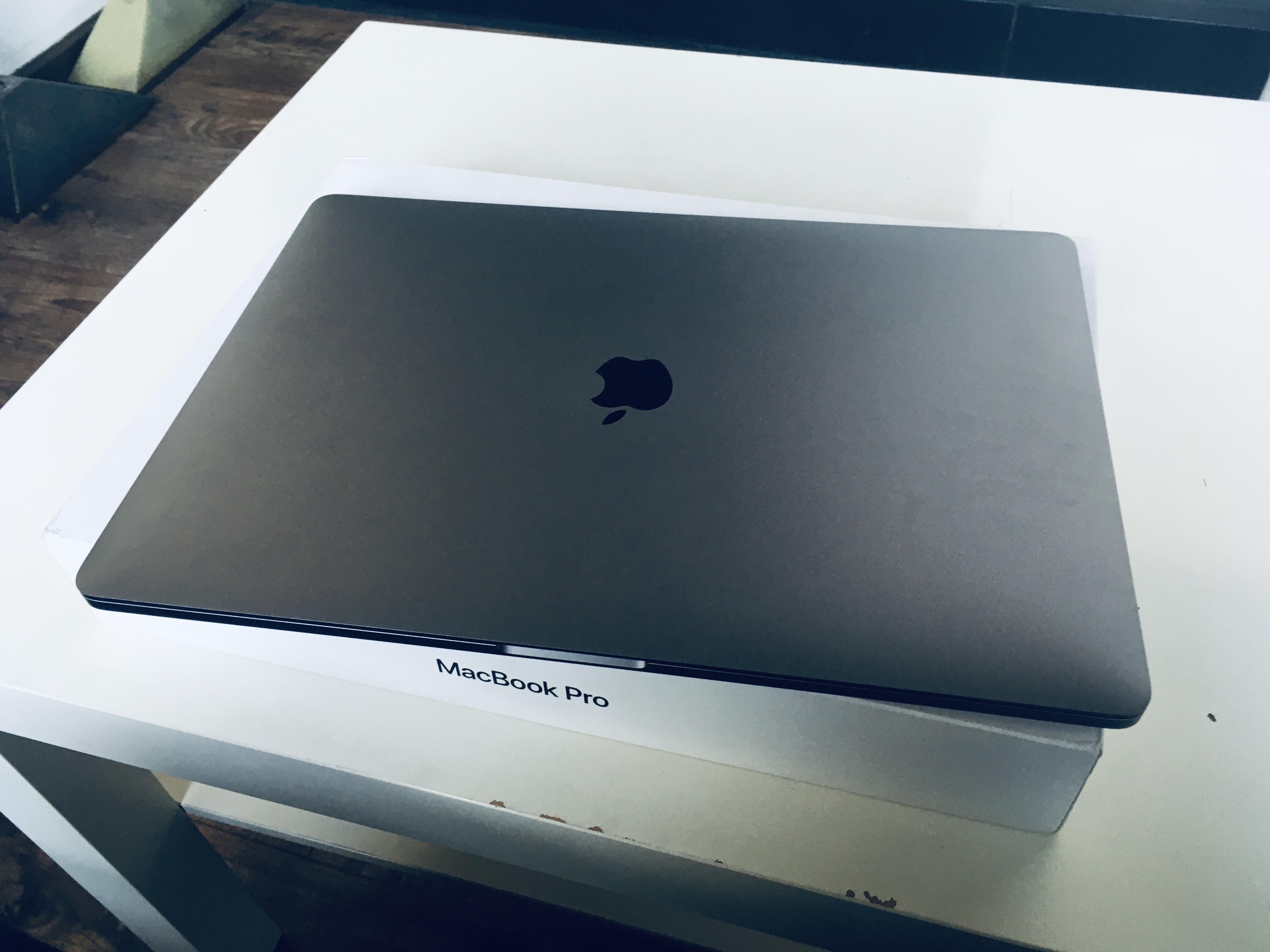 小闫同学的 MacBook Pro