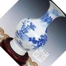 斜放着的花瓶