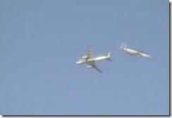 两架飞机模样的UFO