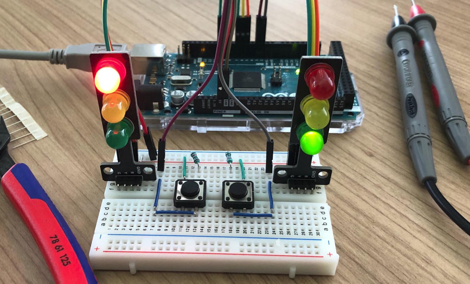 Arduino - Traffic Light (C++)
