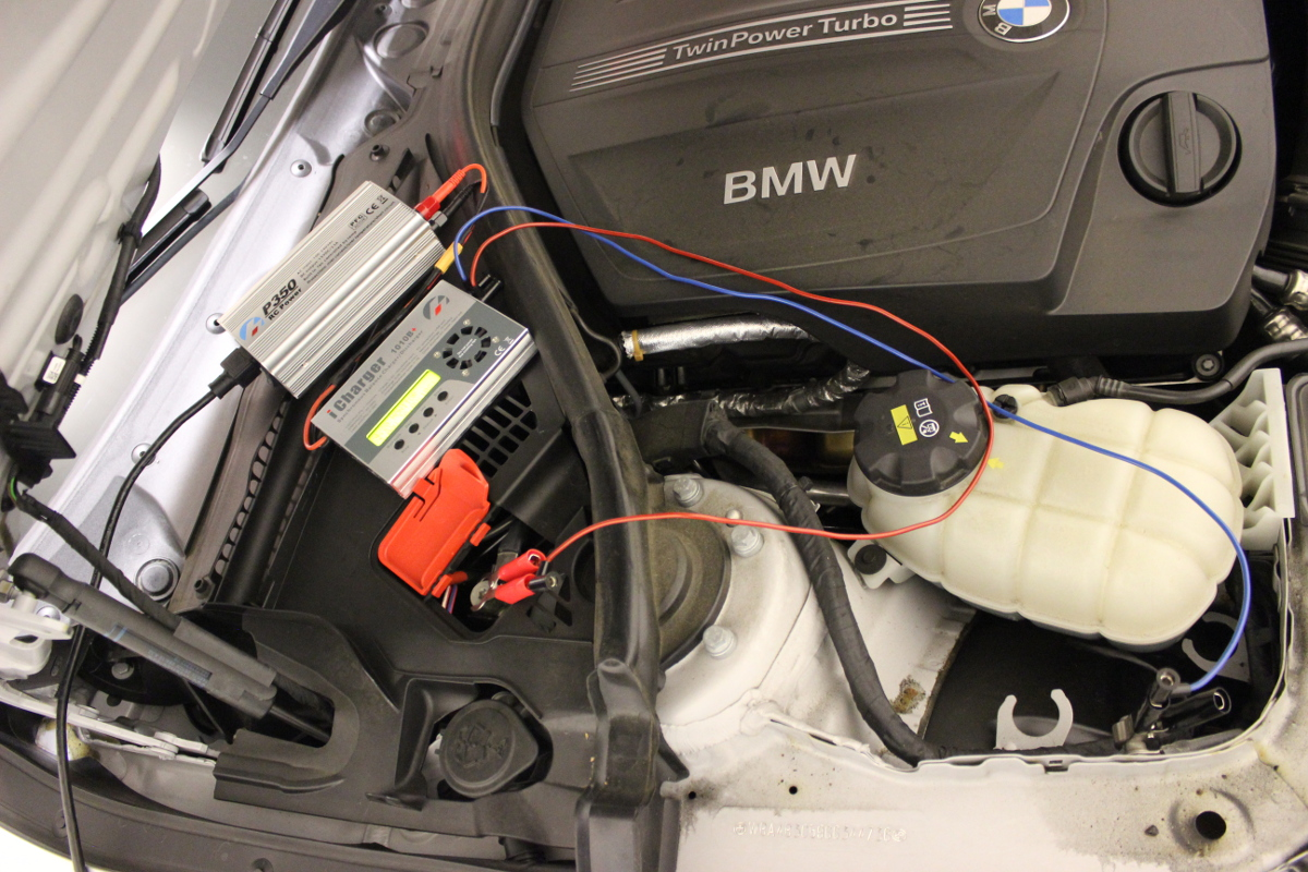 Picture of charging BMW lead acid battery