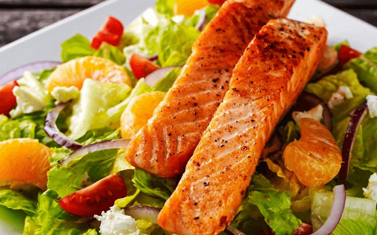 Um prato colorido enche os olhos de apetite e o corpo de nutrientes