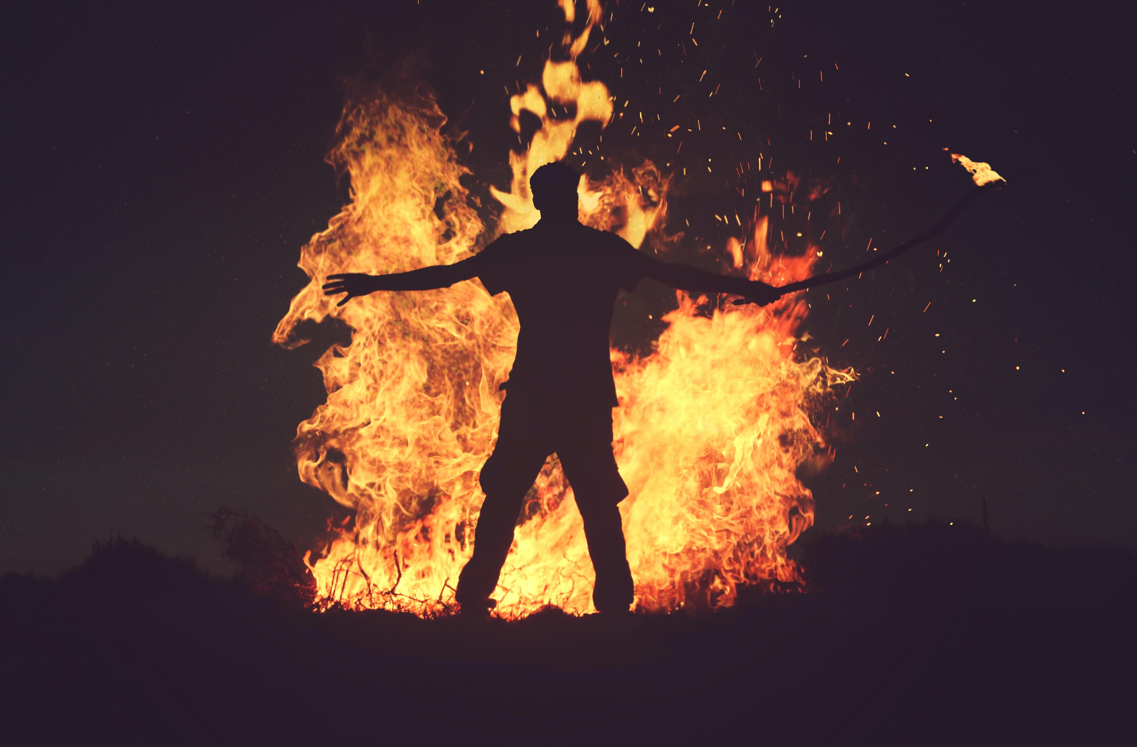 some men just like to watch the world burn, mwahahahaha