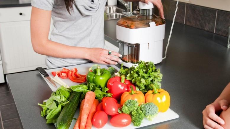 Blender-Juicer-Vegetables-Fruits-Drink-777x437
