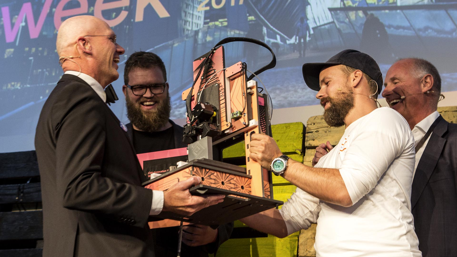 Winners of Oslo Innovation Award 2017 reciveing their Hattori A.P.E