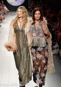 Bella Hadid & Gigi Hadid