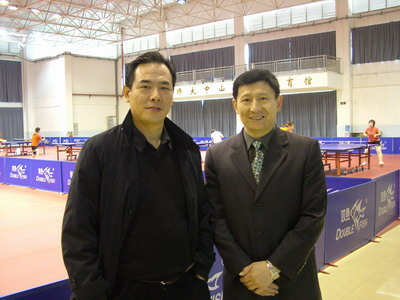 朱子平(右)