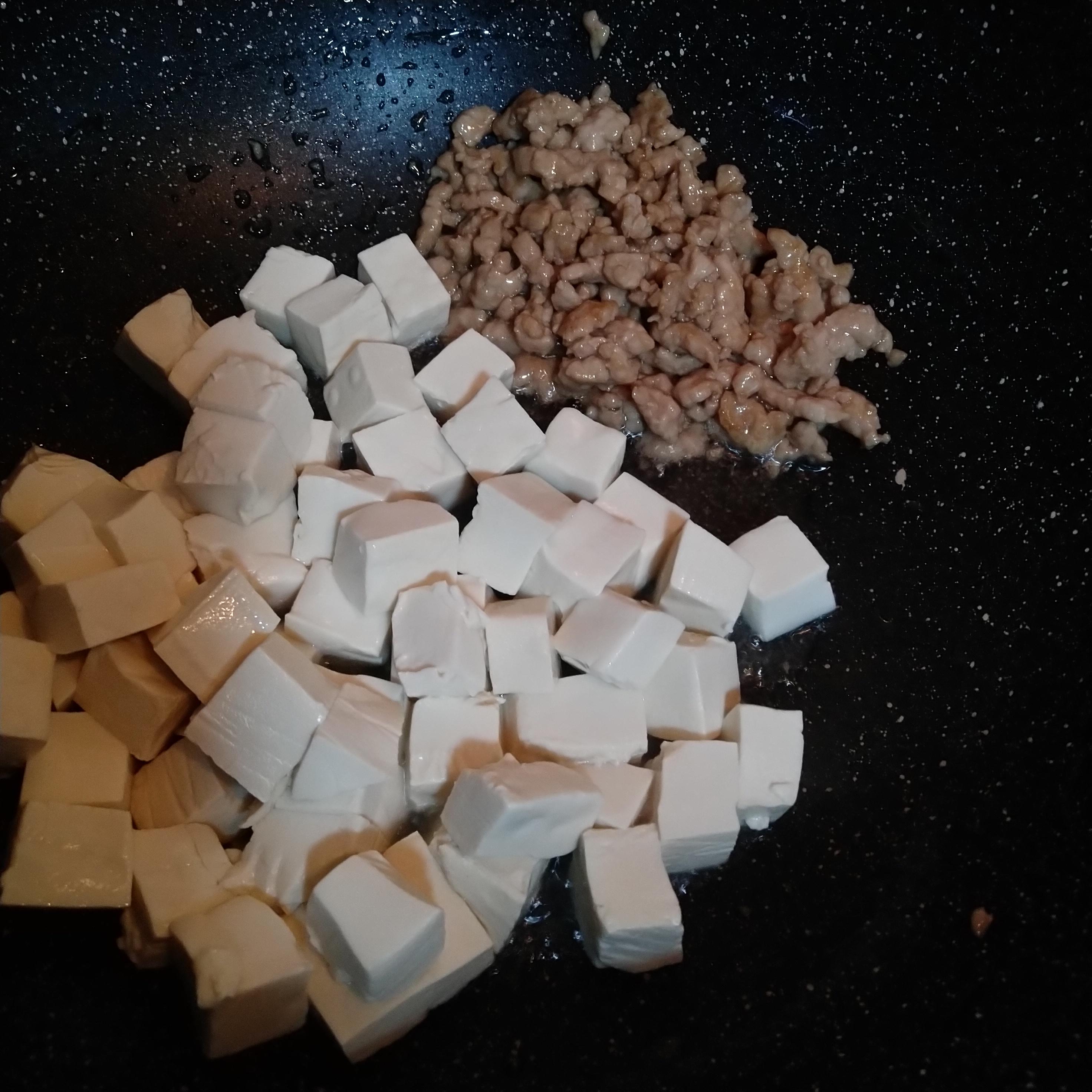 豆腐下锅炒