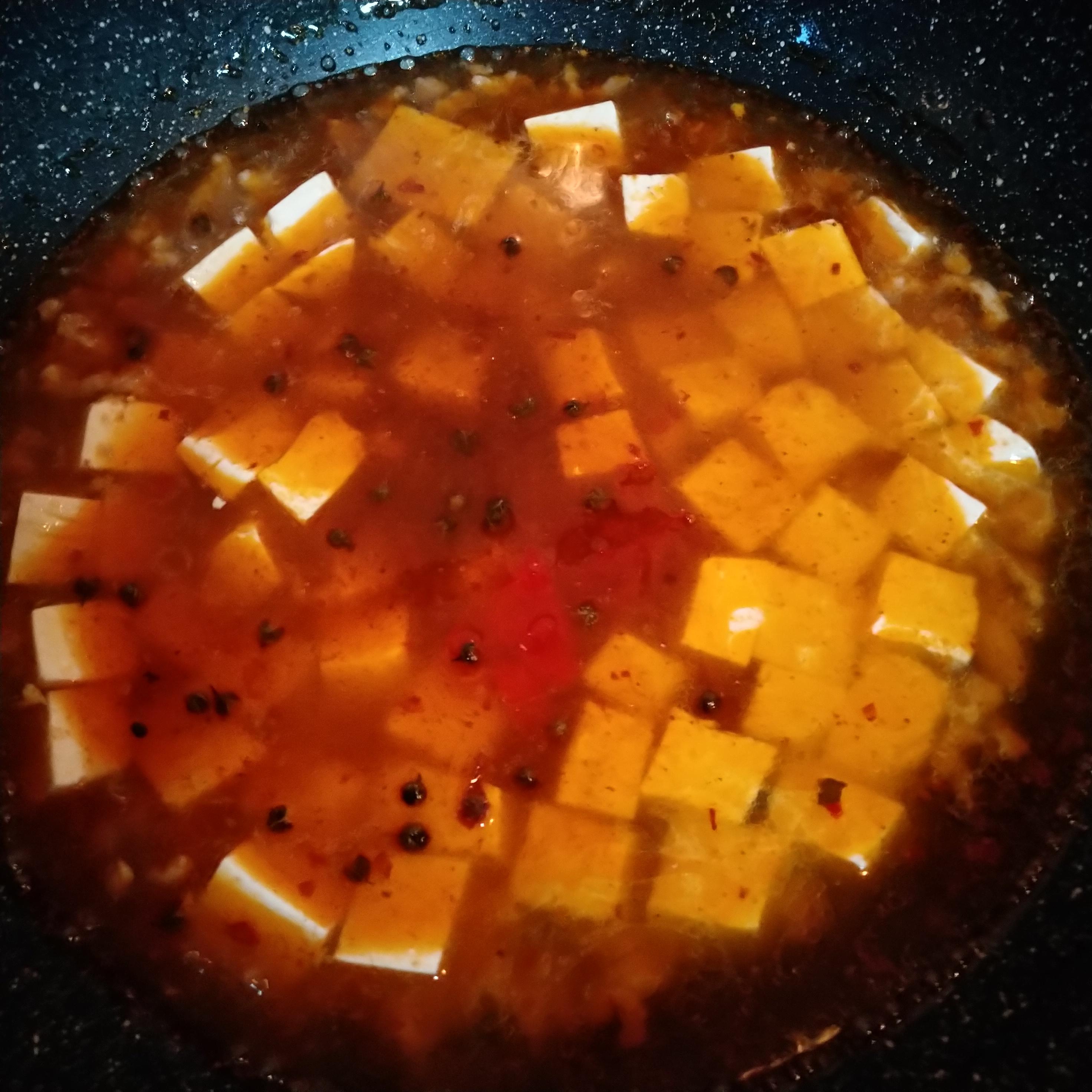 加热水,刚刚淹没豆腐