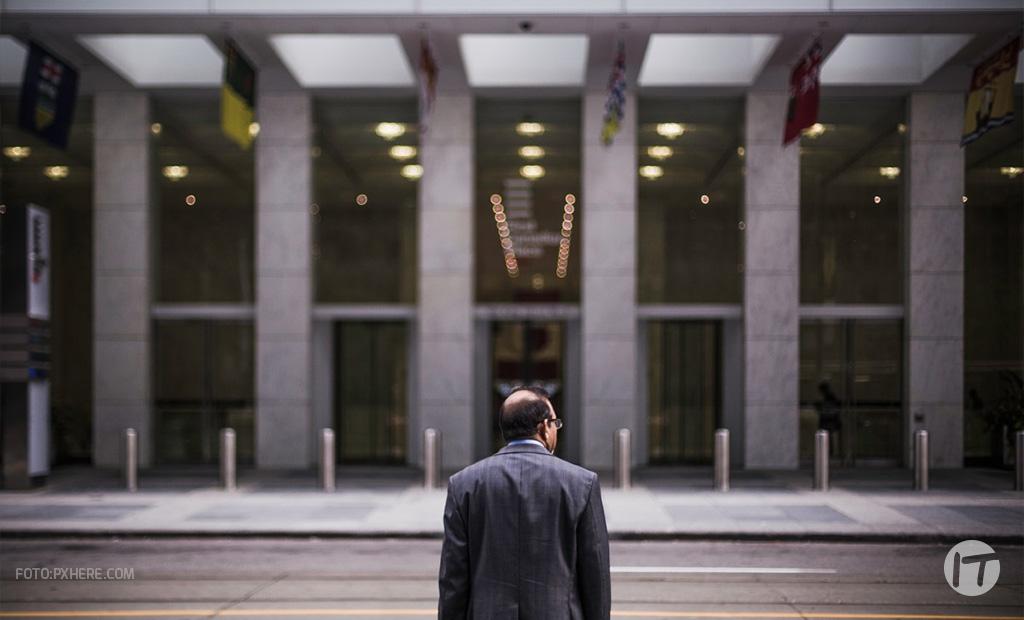¿Cuáles son los principales desafíos en la gestión de datos en el sector financiero?