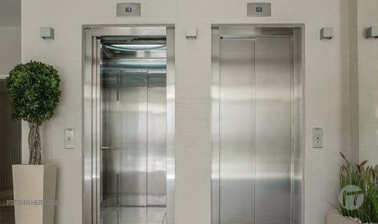 Los ascensores avisarán antes de estropearse gracias a la Inteligencia artificial y a la conectividad IoT