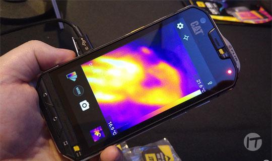 Un teléfono que toma imágenes térmicas ayuda a localizar ganado perdido