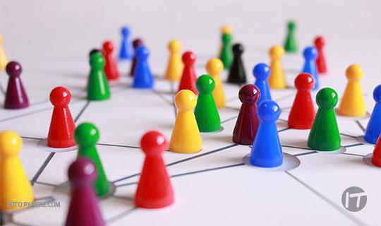 ¿Cómo funcionan las comunidades de desarrolladores en el mundo y cuál es su papel en la búsqueda de innovación?