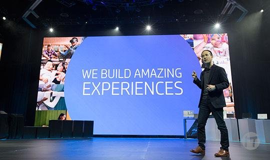 HP presenta un casco de realidad virtual con tecnología de vanguardia en la Conferencia Global de Socios.
