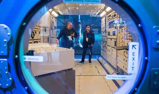 """HPE ofrece el primer servicio de supercómputo """"encima de la nube"""" para que los astronautas avancen en la exploración espacial"""