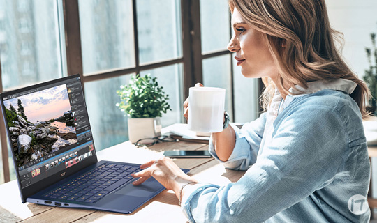 ¿Muchas horas frente a tu laptop? Busca la postura correcta