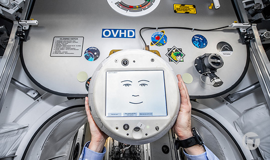 CIMON, el asistente de astronautas con Inteligencia Artificial, regresa al espacio con más inteligencia emocional