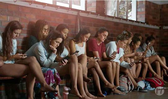 El smartphone es la pantalla preferida de los adolescentes, ¿Se podría aprovechar su uso en las aulas?