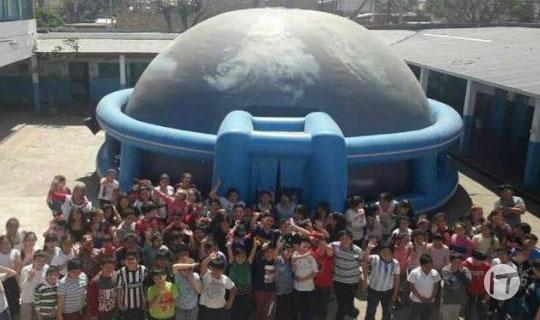 Un domo inflable lleva educación y tecnología a todo Ecuador