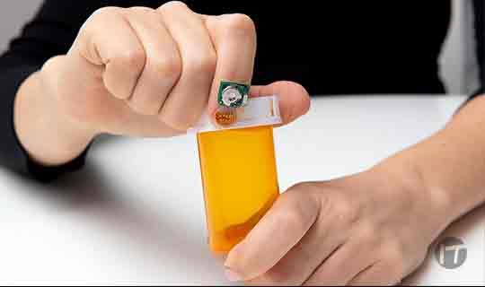 IBM presenta un pequeño sensor de uñas con Inteligencia Artificial y se asocia con la Fundación Michael J. Fox, para comprender mejor y predecir la progresión de la enfermedad de Parkinson