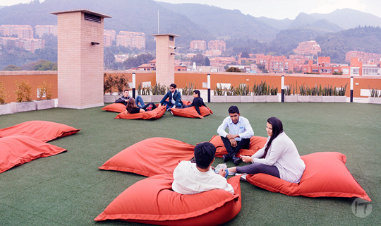 SoftBank y 20 fundadores de los startups más importantes de la región ofrecerá clases gratuitas a emprendedores en LATAM