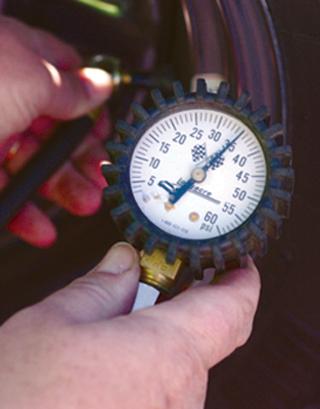 Tire_pressure_gauge.jpg