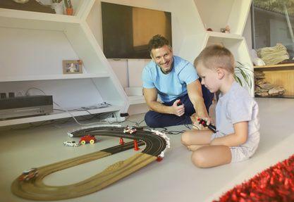 Wenn Sohnemann seinen Vater abzieht - Über einen 4-Jährigen, seinen Vater und die Carrera-Rennstrecke