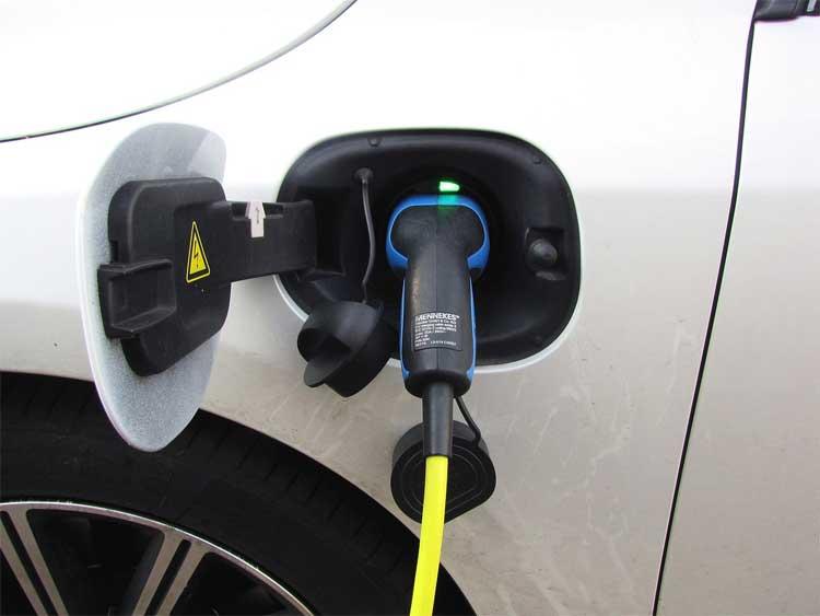 Lohnt sich ein Elektroauto für Familien?