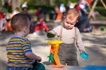 Spielverhalten von Babys und Kleinkindern - ein Überblick