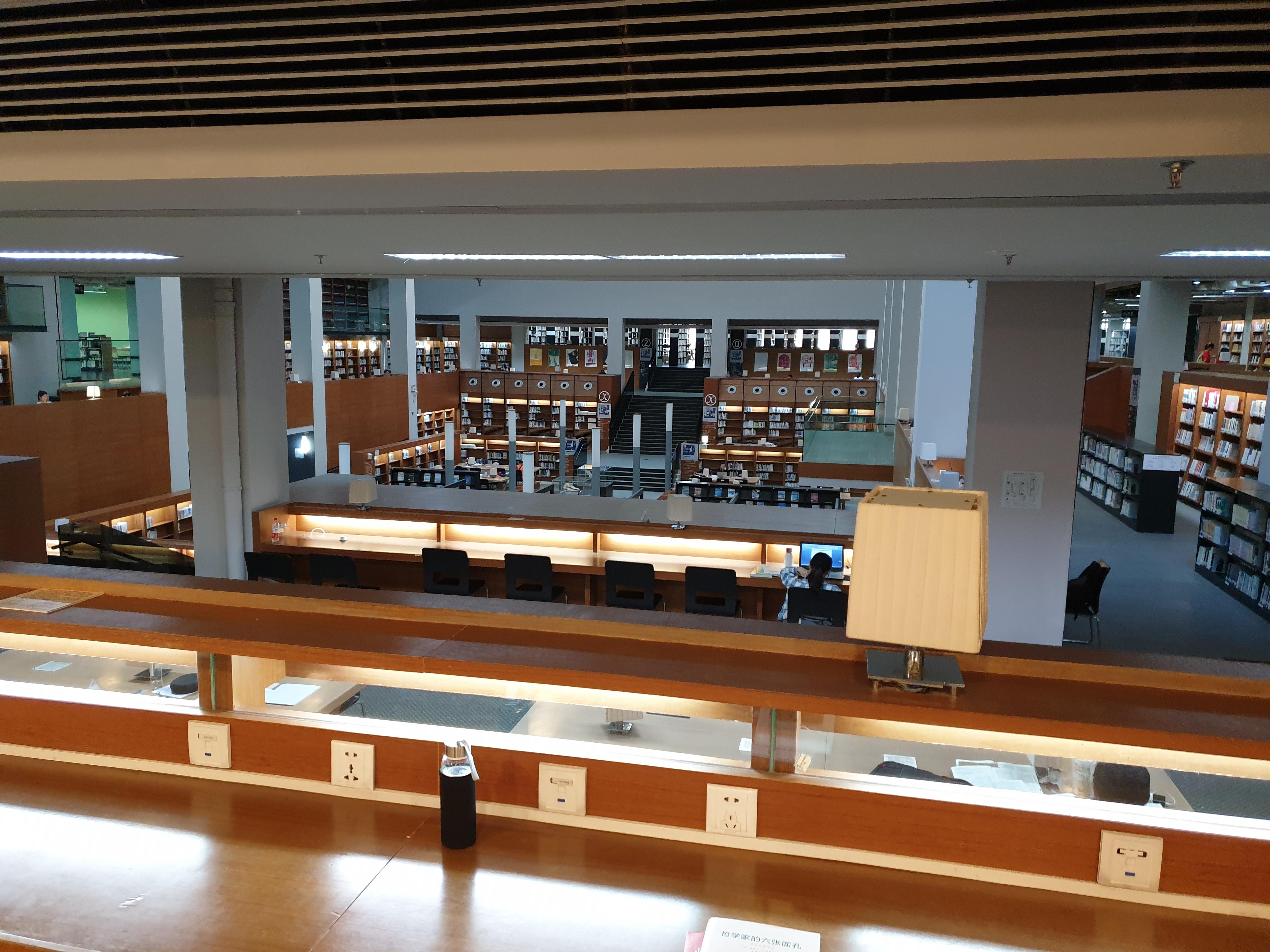 汕大图书馆