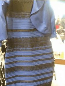 Figure 2: #LaRobe. La robe est-elle blanche avec des rayures dorées ou bleue avec des bandes sombres? (source=WP:NFCC/Wikipedia)