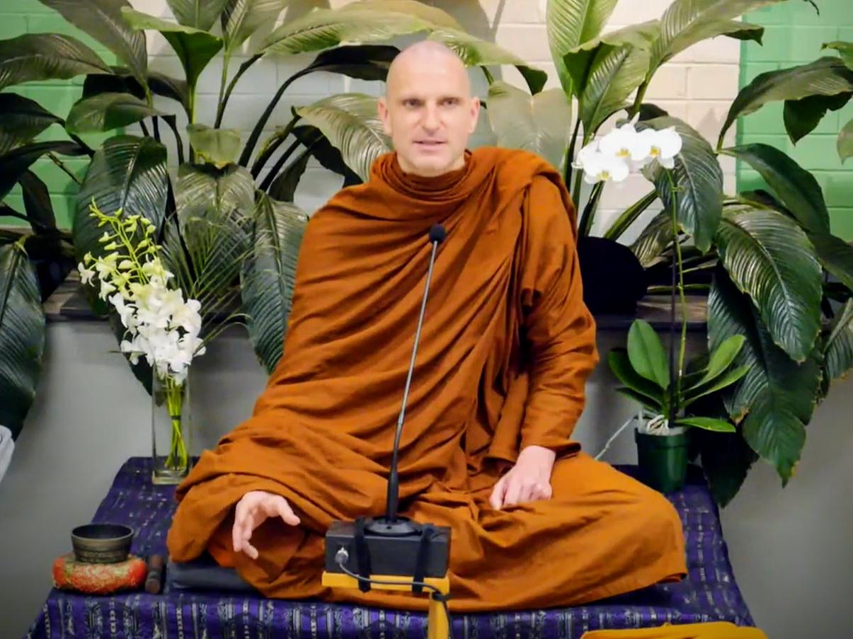 Akaliko Bhikkhu gives a dhamma talk