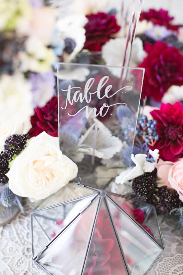 Брак стеклянного стола