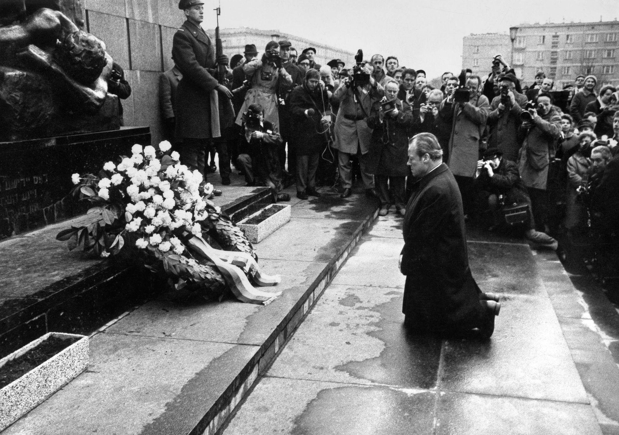 Chancellor Brandt at the Warsaw Ghetto Memorial