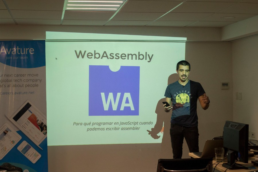 ¡Julito nos voló la peluca con la charla de WebAssembly!