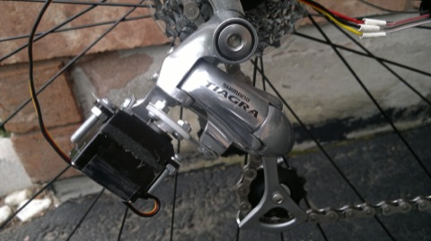 Servo mounted on a Shimano Tiagra derailleur