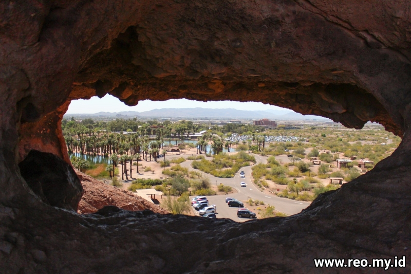 Hike to the Hole in the Rock at Papago Park, Phoenix, Arizona