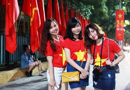 bán áo lá cờ Việt Nam bán chạy dịp cuối năm