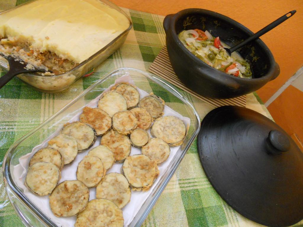 EscondidiNho de soja (à esquerda), berinjela à milanesa (centro) e moqueca de abobrinha (direita)