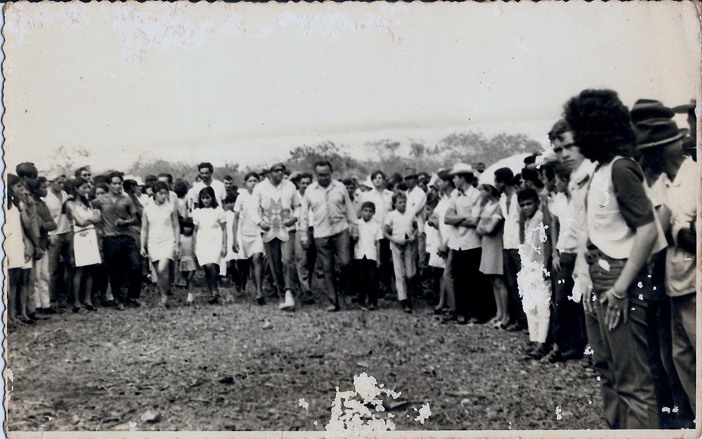 Luiz Gonzaga no centro, na 1º Missa do Vaqueiro (Acervo pessoal de Margarida Parente)