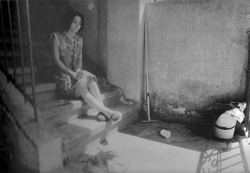 As boas mulheres boas - Woman on Stairs (Foto#58; Iren Stehli). Imagem retirada do livro 'Iren Stehli' (Editora Torst, 2006) escrito por Anna Farova e Martin Heller.