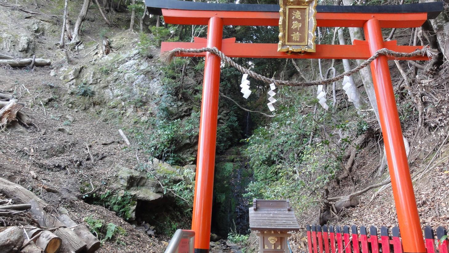 奉祀神龜瀑布的小神社