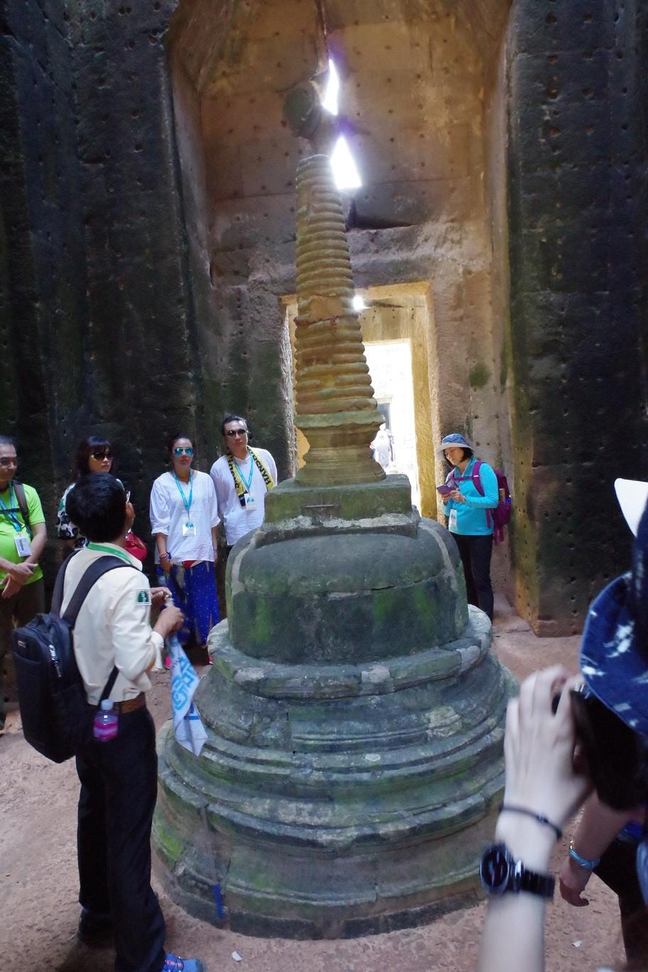 濕婆教信仰中代表男性生殖器的裝飾-寶劍寺