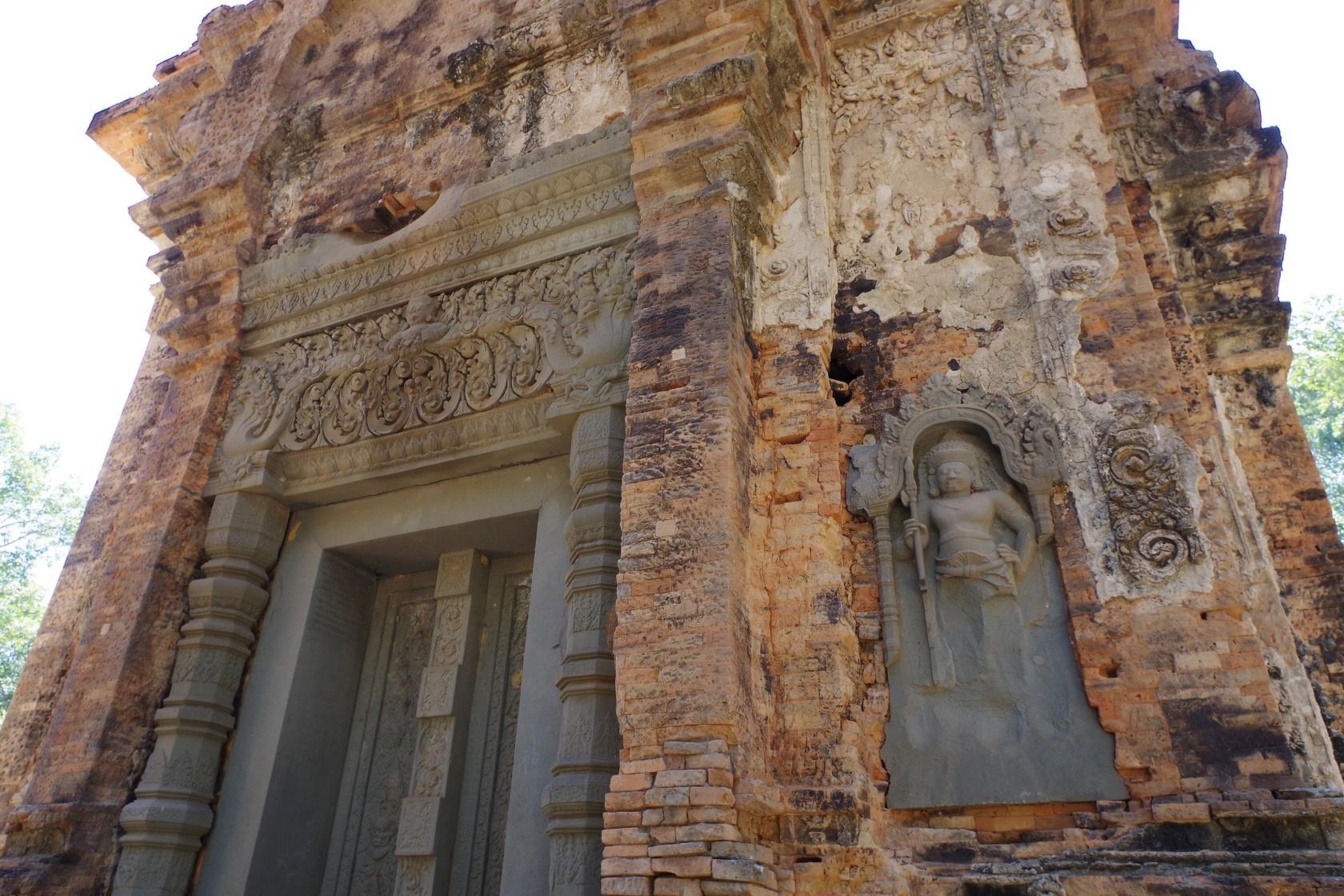 修復材質不一致,導致外觀色彩不同-比列科寺