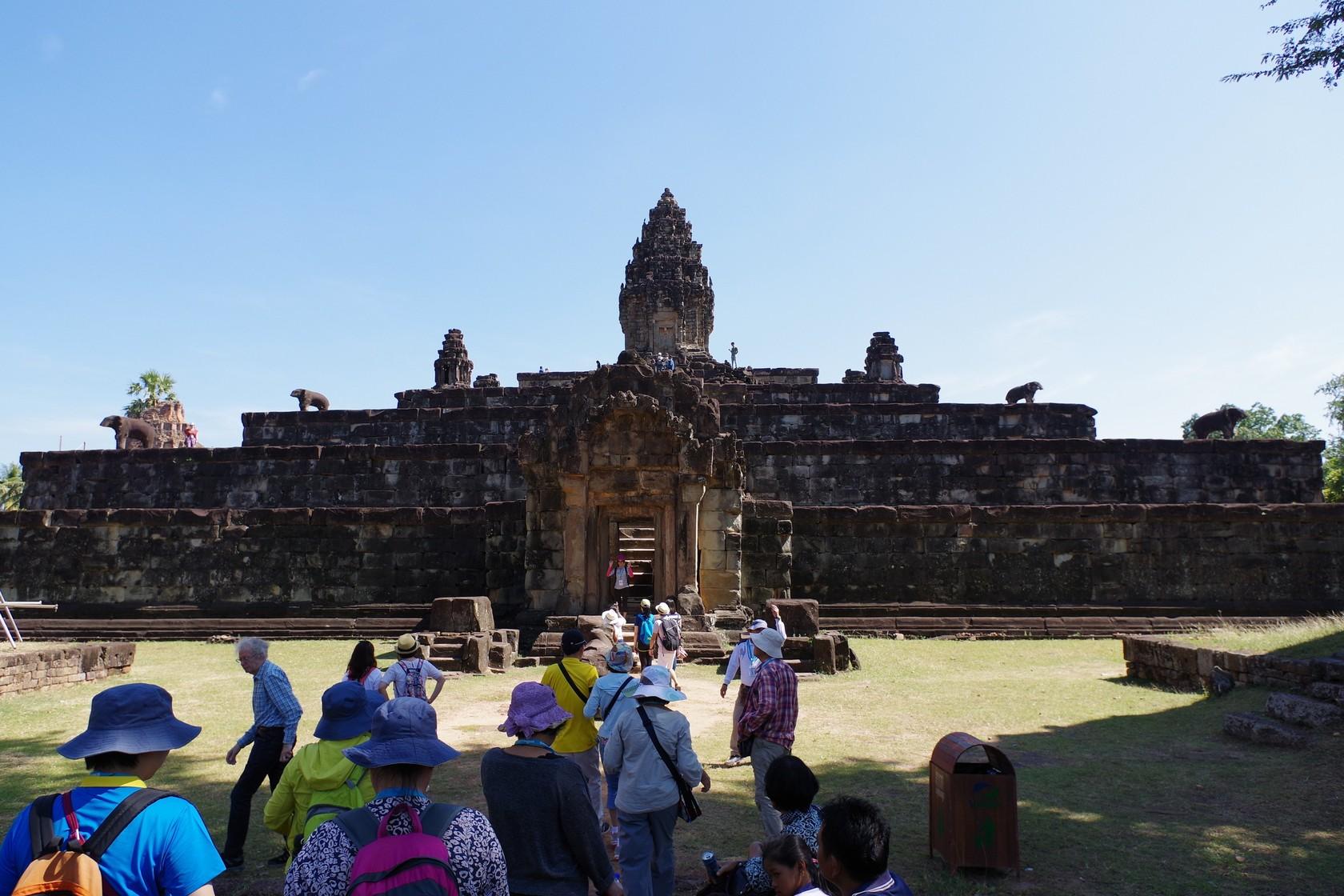 中央聳立的是象徵須彌山的高塔-巴孔寺