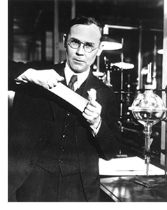 Image of Wallace Carothers stretching Neoprene