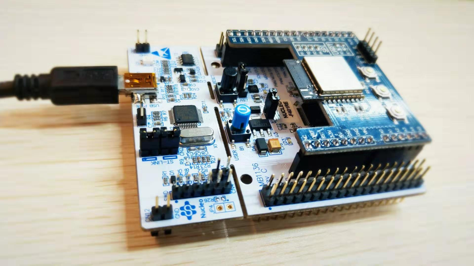 图4 开发板连接模块